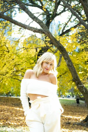 Celenia escort girl in Fort Lupton