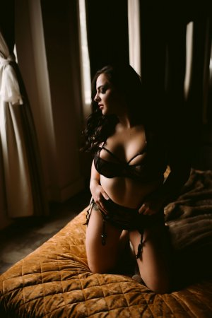 Anne-flore outcall escort