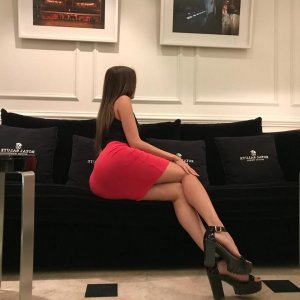 Lauriane independent escorts in Asheville